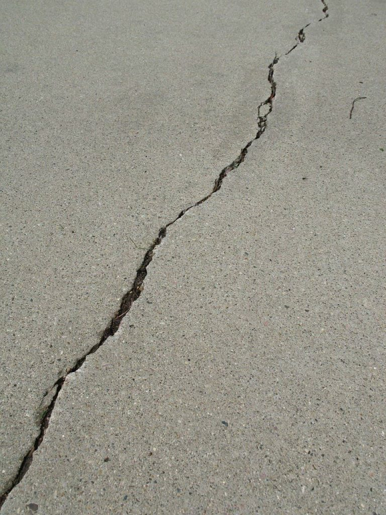 Guide to Crack Filling Your Driveway