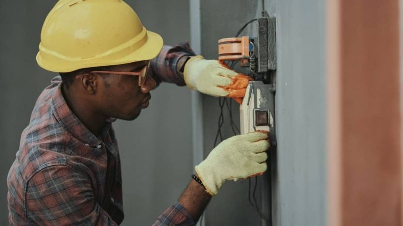 7 Factors To Consider When Hiring A Residential Electrical Service