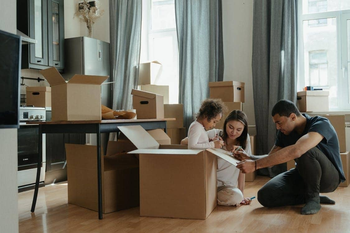 A COMPLETE GUIDE AND CHECKLIST FOR MOVING WITH CHILDREN